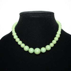 Vintage green beaded necklace 15""